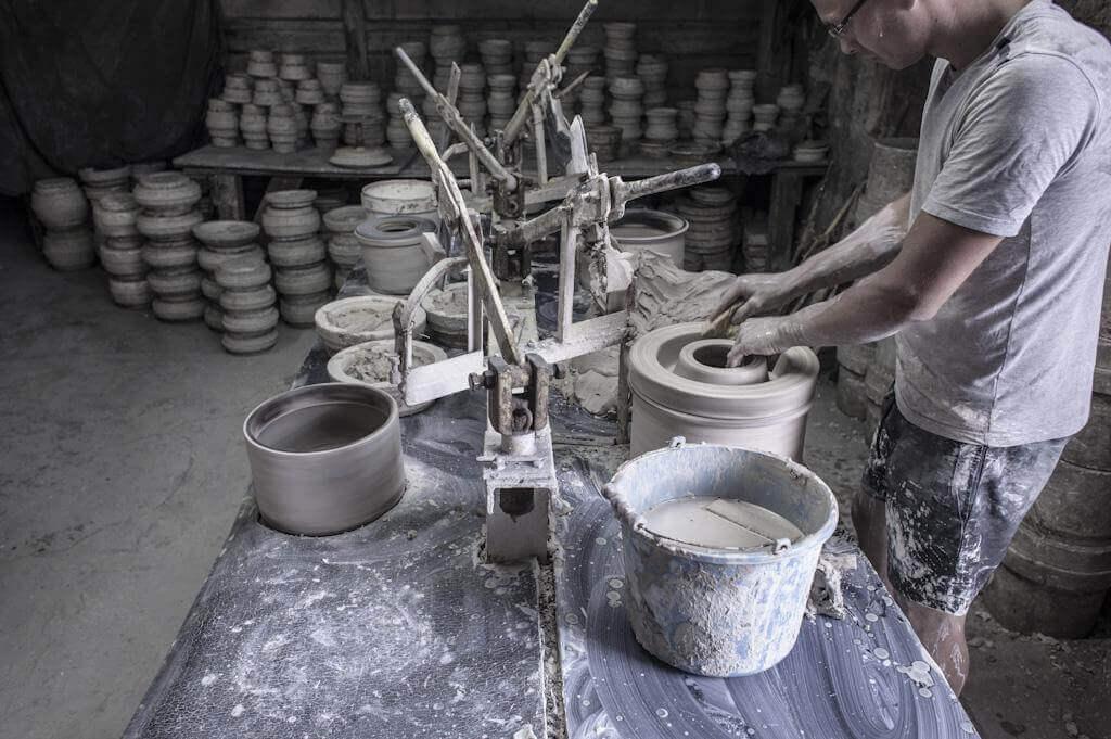 Ręcznie tworzone naczynia zceramiki, czyli unikalna sztuka użytkowa
