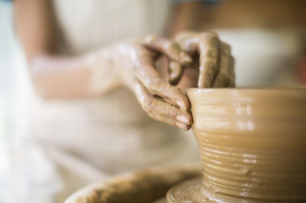 Jak ręcznie formować ceramikę?