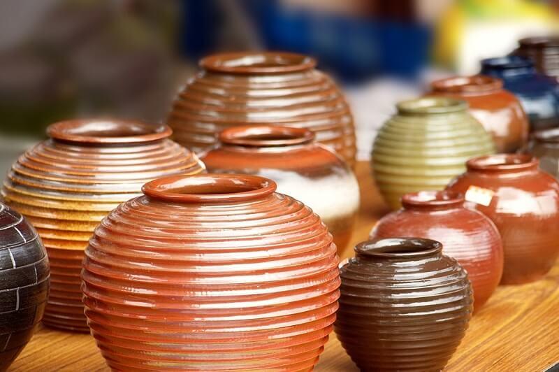 Naczym polega szkliwienie ceramiki?