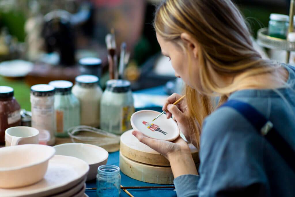 Jak zdobić ceramikę?