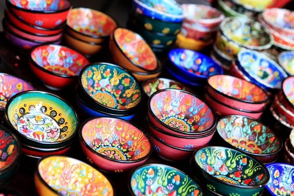 Malowana ceramika akontakt zżywnością